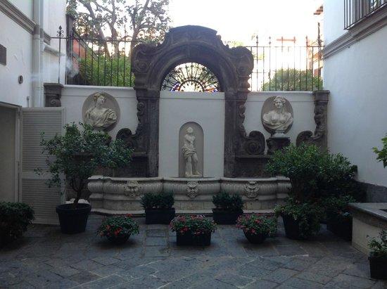 Hotel Piazza Bellini: Innenhof