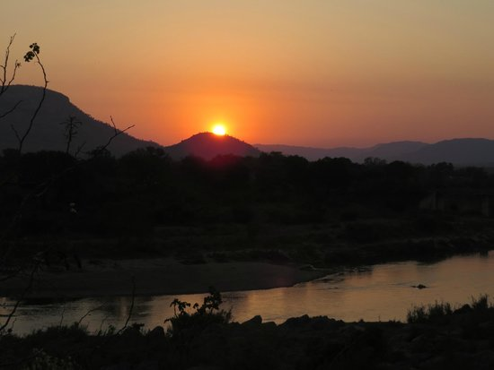 Pestana Kruger Lodge: Sunset seen from terrace