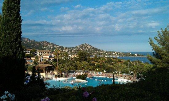 Pierre & Vacances Village Club Cap Esterel: Superbe baie d'Agay depuis la Place du Village P&V