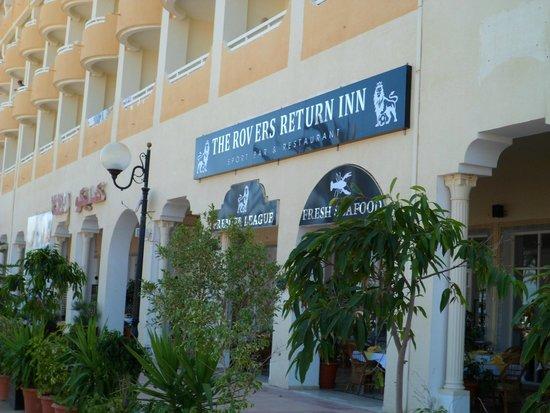 The Rovers Return Inn: entrance