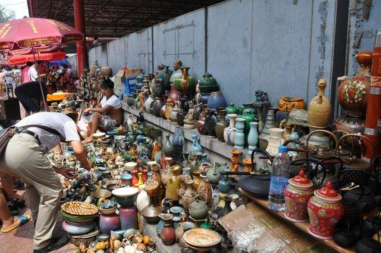 Panjiayuan Antique Market: A typical stall
