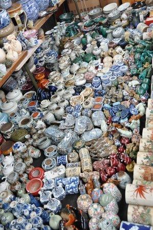 Panjiayuan Antique Market: Crockery