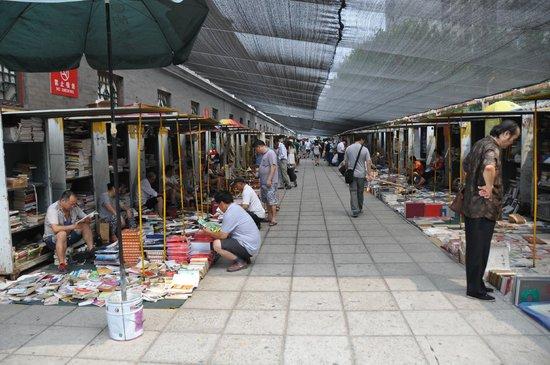 Panjiayuan Antique Market: Books