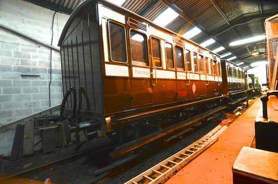 Foxfield Railway : Super carriage restoration