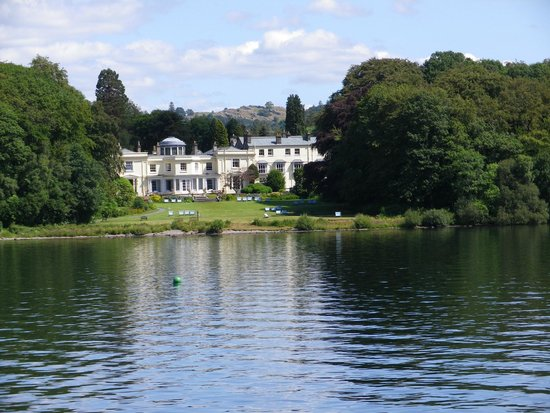 Windermere Lake Cruises: This house was built with the profits of slavery it still has the cellers where they were chaine