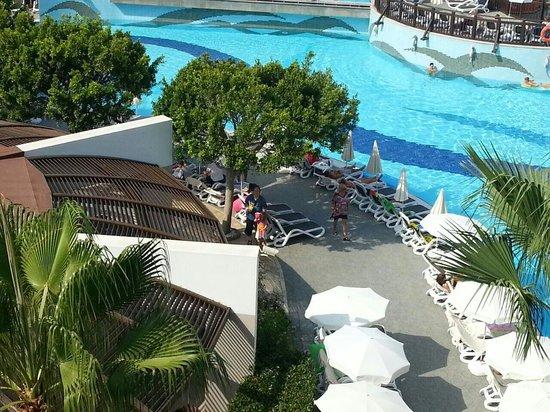 Aydinbey King's Palace Spa & Resort: Pool bar