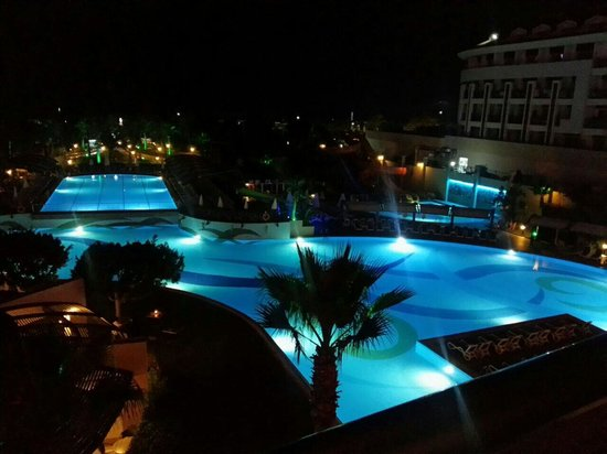 Aydinbey King's Palace Spa & Resort: Pool on the night