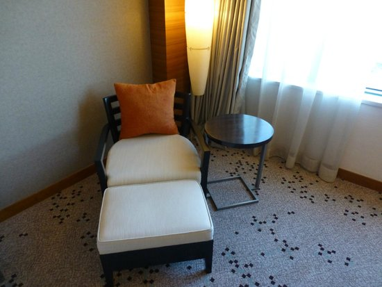 Radisson Blu Cebu : Chair in room