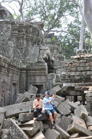 Custom Cambodian Tours - Day Tours : Taking a break