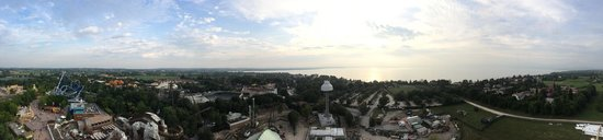 Gardaland Resort: Panorama von der Ufo Attraktion aus