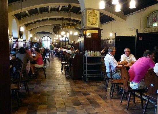 Augustiner Braustubl : Uno dei saloni