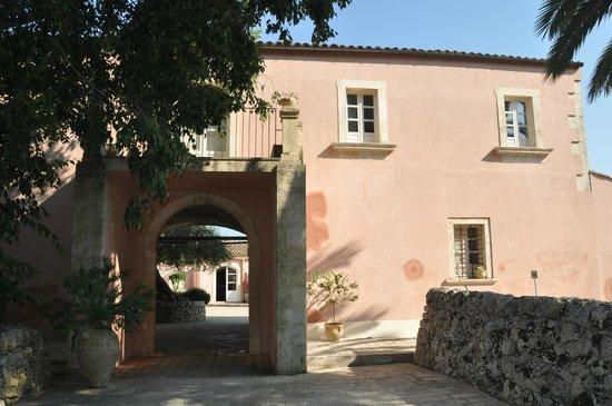 Masseria degli Ulivi: Entrance to the Masseria