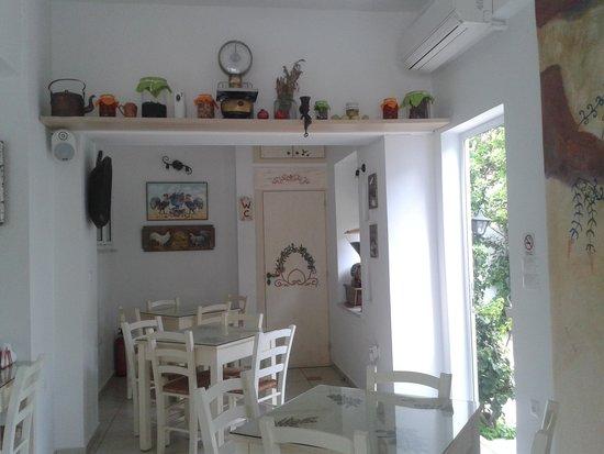 Manto Studios: Cafe interior