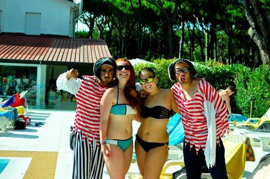 Jesolo Camping Village - Villaggio Turistico Adriatico: piscina, divertimento insieme agli animatori