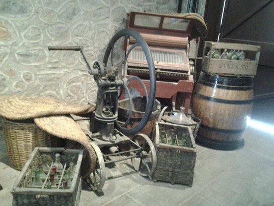"Caves Byrrh : Anciennes ""machines"""