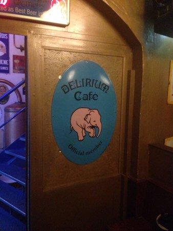 Delirium: Dentro do pub