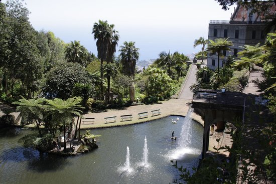 Monte Palace Tropical Garden : Fountains with a view