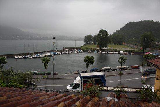 Hotel Baia di Pare: Vue de la chambre. Dommage il pleuvait