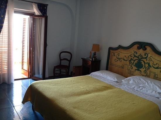 Arathena Rocks Hotel: bedroom of Arathena Rocks
