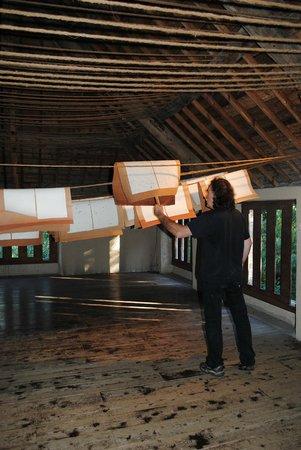Muzillac, France: la feuille de papier est déposée au séchoir