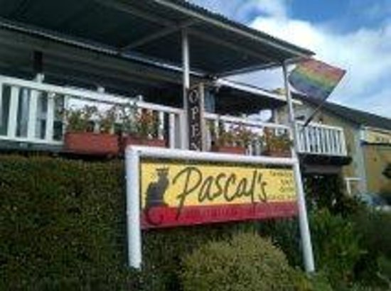 Pascal's of Napier: Veranda and front overlooking the village