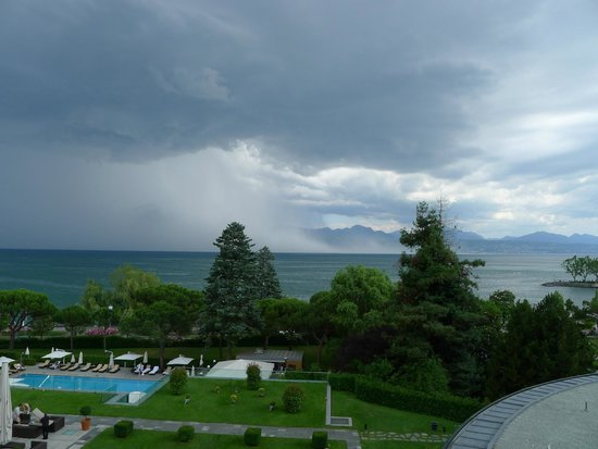 Beau-Rivage Palace : Storm on Lake Geneva