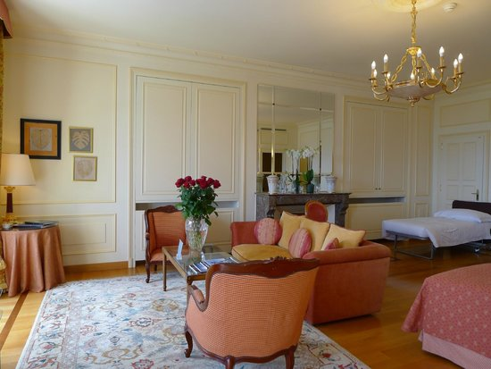 Beau-Rivage Palace: room with wooden floor