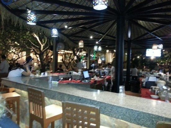 Baan Laimai Beach Resort : Front bar