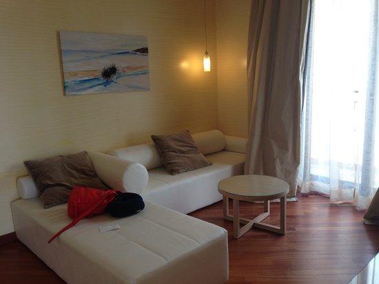 Villa Esperia: Гостиная в номере сьют