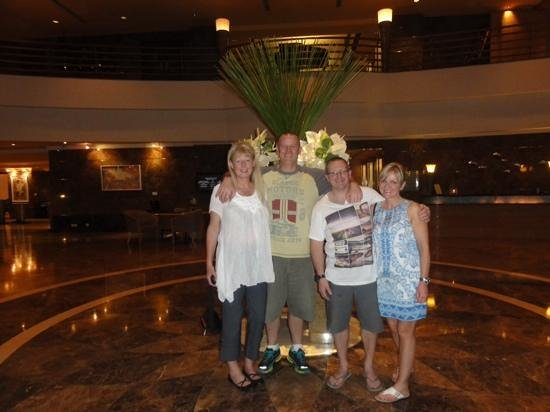 Sofitel Saigon Plaza: Happy guests in the hotels foyer!