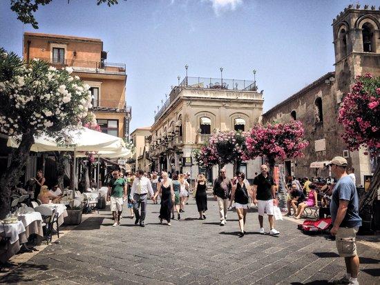 Corso Umberto: Улица