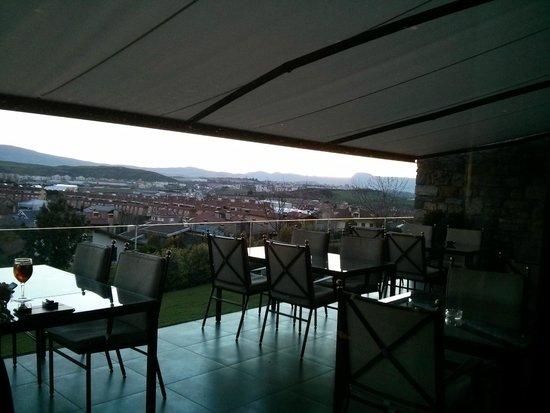 Castillo Gorraiz Hotel Golf & Spa: Terraza del hotel