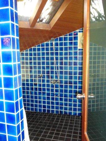 Centara Koh Chang Tropicana Resort: Душ в домике