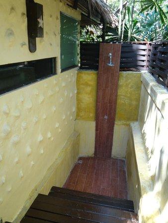 Centara Koh Chang Tropicana Resort: Уличный душ