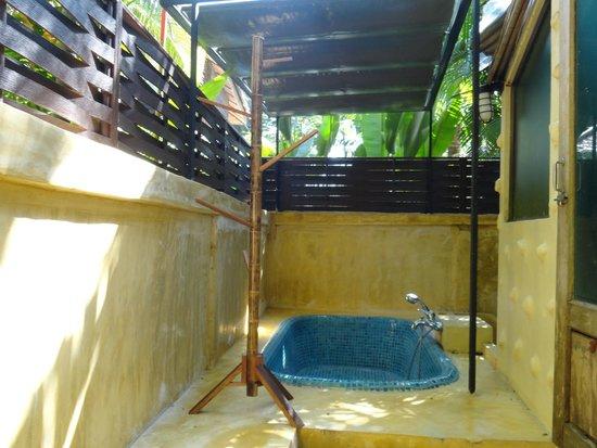 Centara Koh Chang Tropicana Resort: Ванная на улице