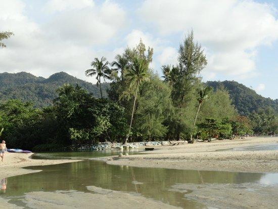 Centara Koh Chang Tropicana Resort: На пляже