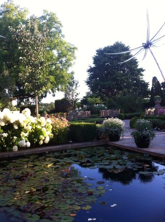 The Glasshouse @ The Grove: The garden next to the Glasshouse