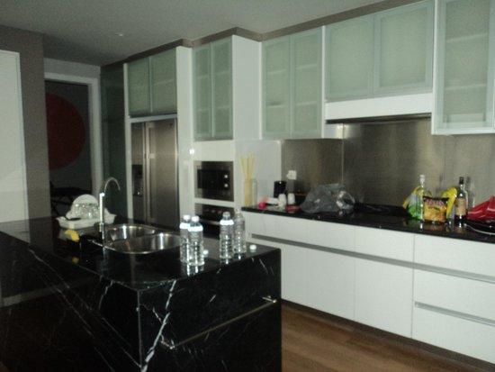 E&O Residences Kuala Lumpur : kitchen area - fantastic