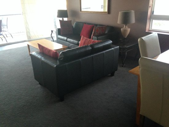 Goldsborough Place: loungeroom