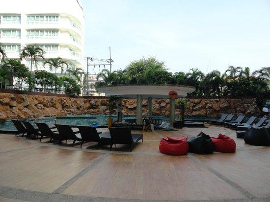 Centara Nova Hotel & Spa Pattaya: Бассейн