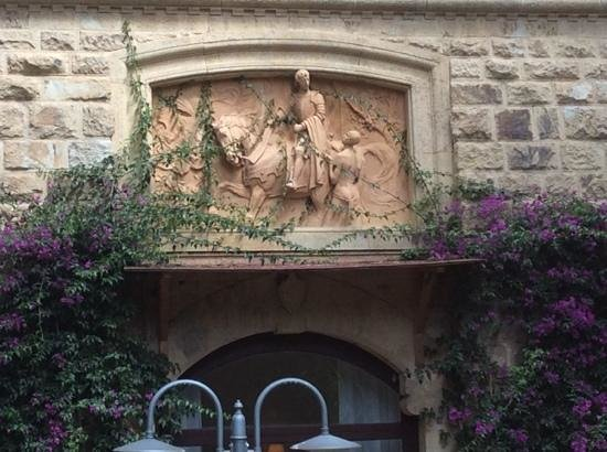 Park Hotel Napoleone : bassorilievo di San Martino
