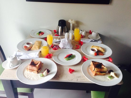 Sensimar Seaside Suites & Spa: Honeymoon room service breakfast