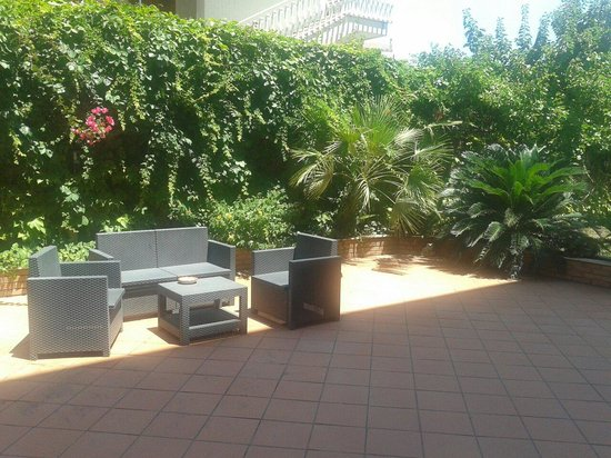 Hotel Alexander : Beautiful garden