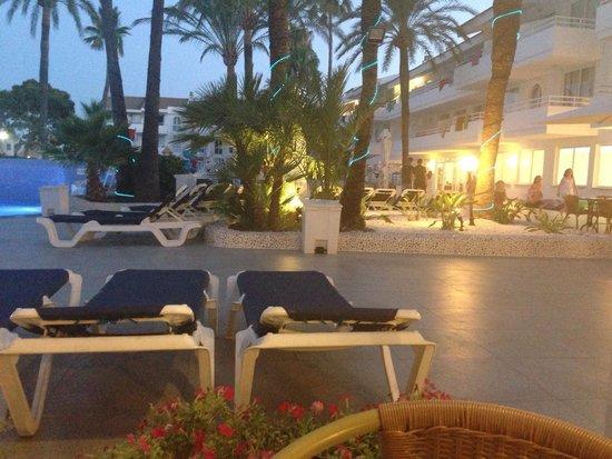 Hoposa Hotel & Apartments Villaconcha: View from the bar area
