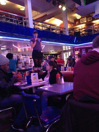 Ellen's Stardust Diner : Don't stop believing...