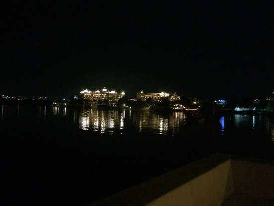 Taj Lake Palace Udaipur: Night view of Leela udaivilas & Oberoi from Taj lake palace