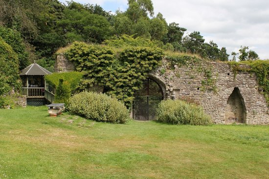 Usk Castle July 2014
