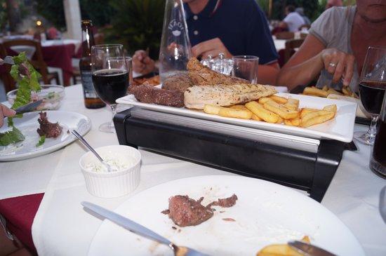 Nostos Restaurant: masser af kød, lækkert