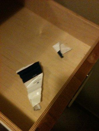 Candlewood Suites San Antonio N - Stone Oak Area : Soap wrapper left in bathroom drawer.