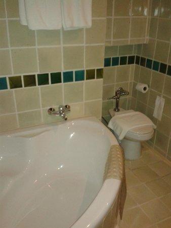 Sunbeam Hotel Pattaya: Ванная комната